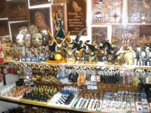 Artigos de cobre e prata na feirinha Santa Lucia - Santiago