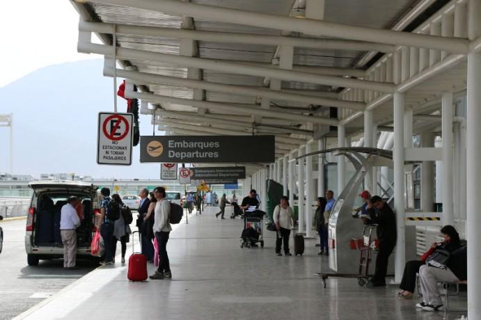 Vans No Aeroporto Internacional de Santiago do Chile