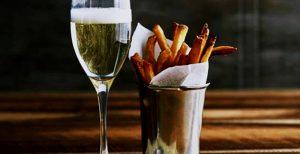 vinho-espumante-chileno-com-salgadinhos